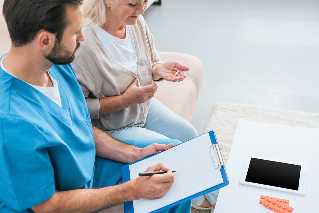 Die Mitarbeiter-App in der Pflege – Dynamische Kommunikation, und das standortübergreifend