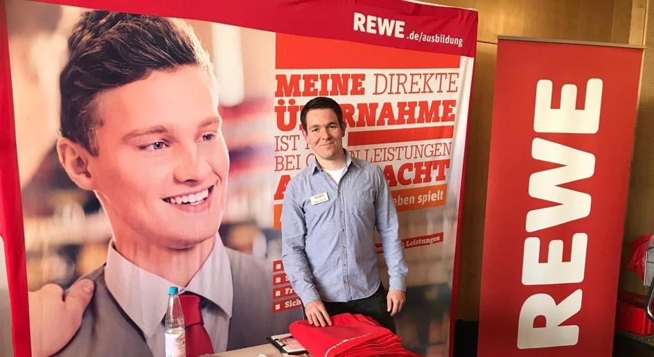 Mitarbeitenden-Bindung: Warum Rewe-Weiss die Quiply Mitarbeiter-App eingeführt hat und damit junge Mitarbeitende hält